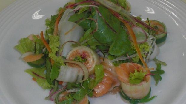 Salada de folhas com Salmão