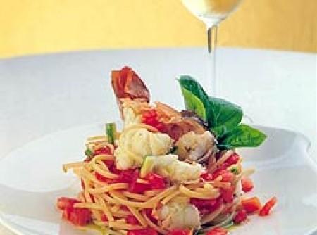 Linguine com molho de lagosta ao vinho branco