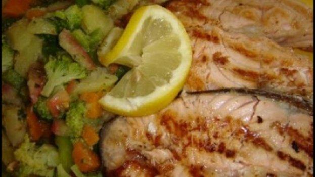 Salmão grelhado com salada de batata