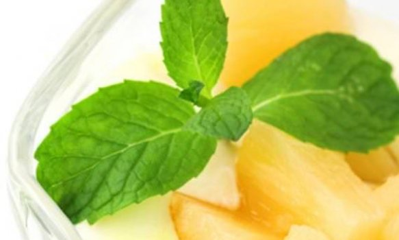 Abacaxi refrescante com iogurte