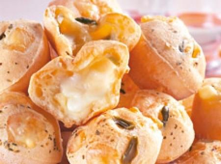 Pãozinhos de queijo recheado