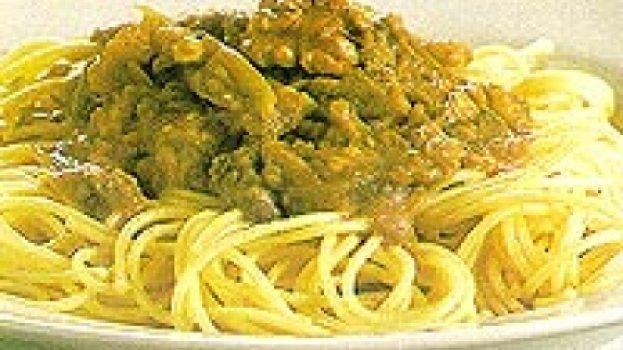Espaguete com molho de beringela,tomate e nozes