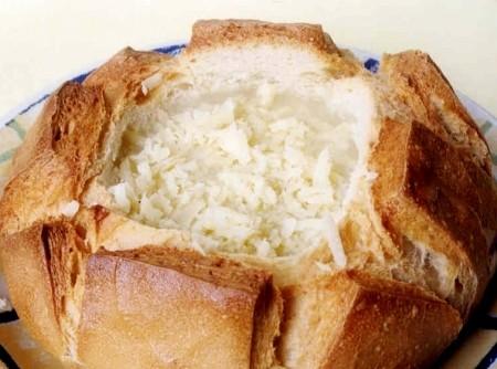 Sopa de Queijo no Pâo Italiano