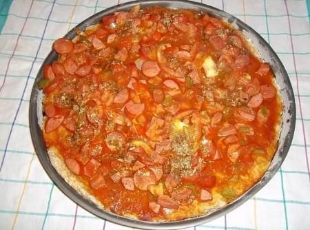 Pizza de Salsisha e Queijo Parmesão Ralado