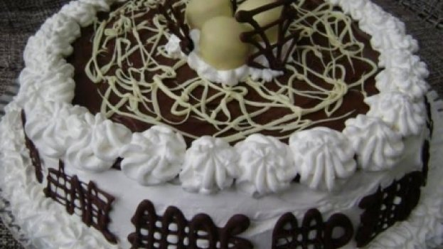 Bolo Mousse de Chocolate Preto e Branco com Bombom