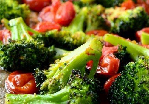 Tomates e Brócolis Assados