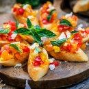 Bruschetta com Tomates Coloridos
