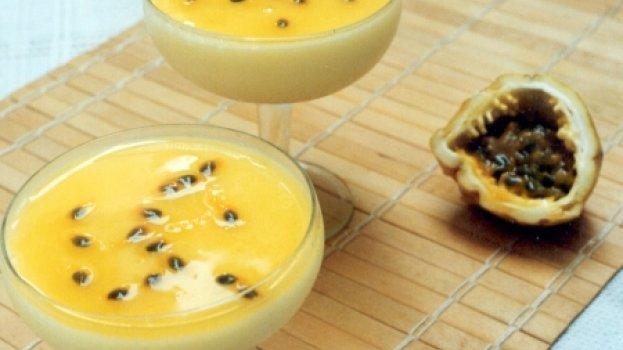 Flan de Iogurte com Maracujá