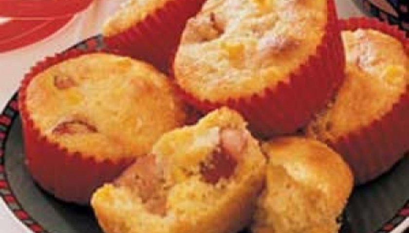 Muffins de milho com salsichas