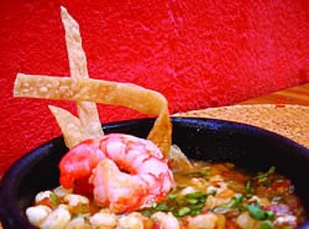 Sopa de camarão e canjica com temperos mexicanos