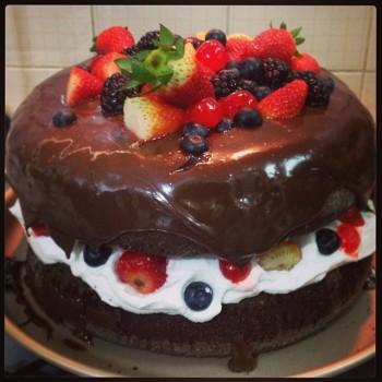 Naked Cake de Chocolate com Frutas Vermelhas