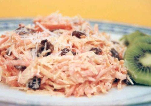 Salada de Cenoura com Uva Passa e Coco