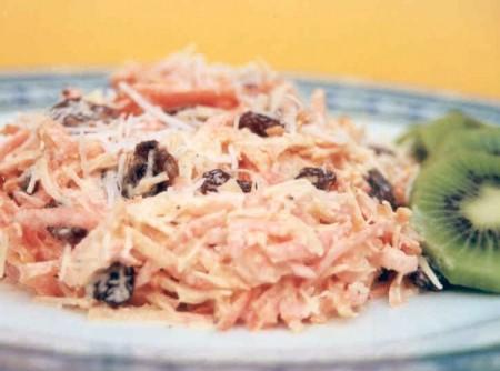 Salada de Cenoura com Uva Passa e Coco | CyberCook