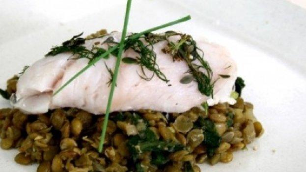 Peixe Branco sobre Lentilhas e Espinafre