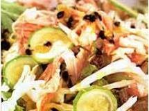 saladade repolho, frango e abobrinha
