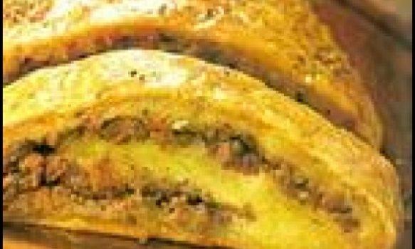 Rocambole de mandioca com carne moída