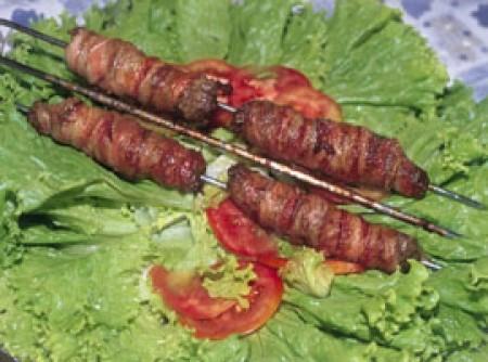 espeto de carne moída e bacon | Iva Nicoleti