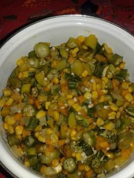 Quiabo com legumes no microondas