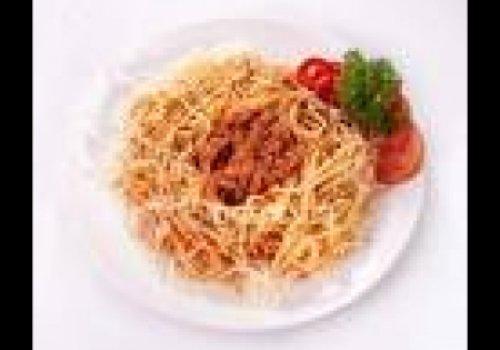 Espaguete com molho de tomate e azeitona by k&m