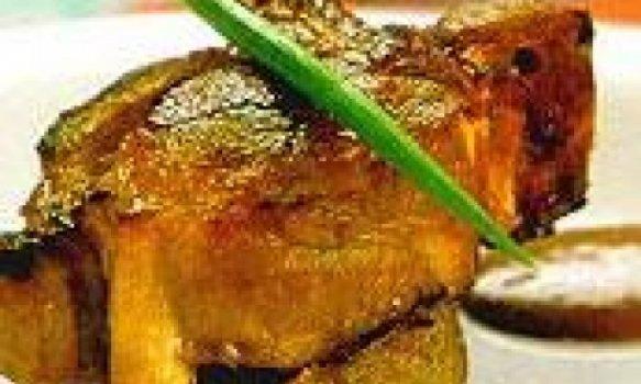 Bisteca de Cordeiro com Molho de Ervas e Vinho Rosé