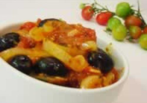 Molho de tomate com azeitonas