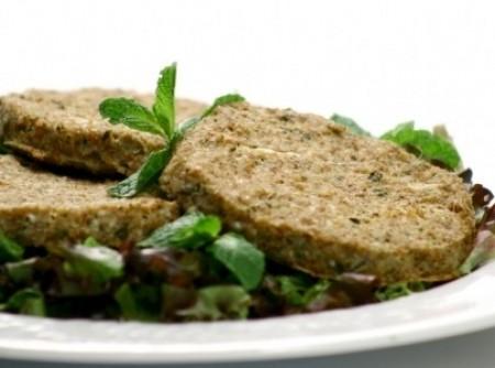 Hambúrguer assado com trigo e hortelã
