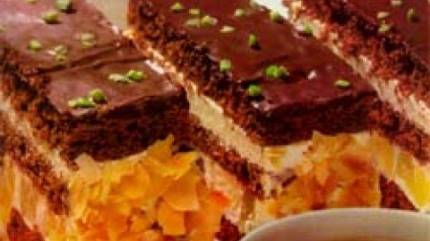 Bolo de Chocolate e Abacaxi