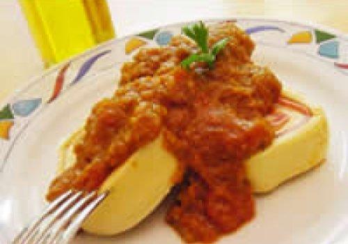 Molho de tomate com laranja e manjericão