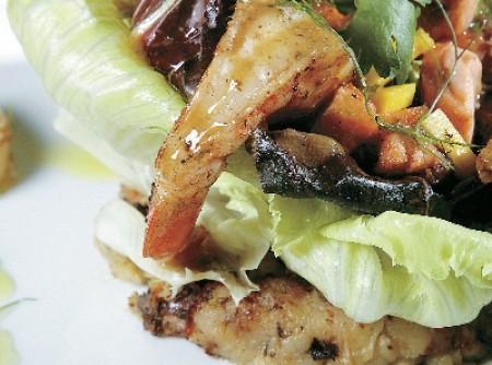 Aprenda a fazer uma salada de camarão com batatas