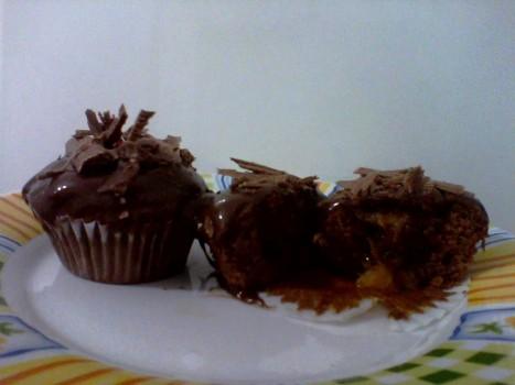 Cupcake de Banana Caramelada com Cobertura de Ganache de Conhaque