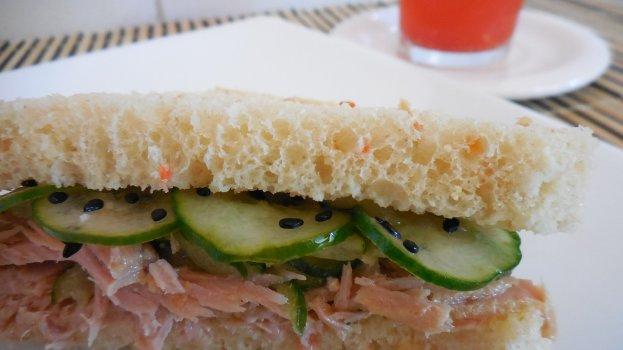 Sanduíche de Filé de Atum com Pepino em Conserva