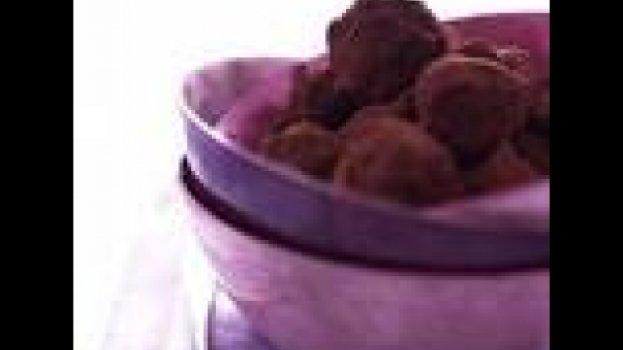 Trufas de chocolate em pó e creme de papaya