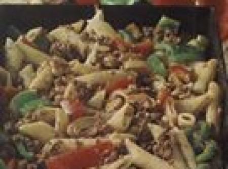 Pena ao molho de carne e pimentões