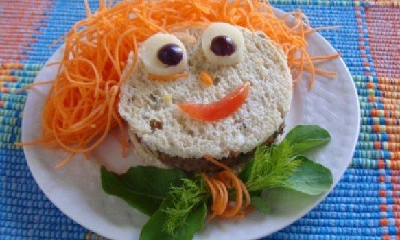 Sanduíche Divertido e Nutritivo