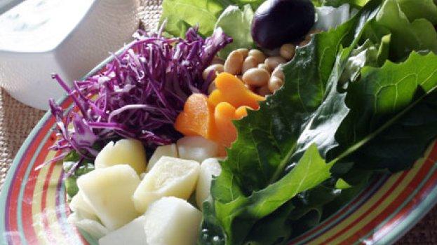 Salada de Folhas e Soja ao Molho de Iogurte