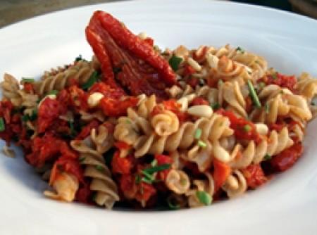 Massa integral com tomate seco e pinoli | VANICE LUIZA STARACE BARDELLI