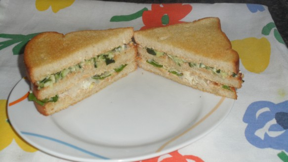 Sanduíche de Folhas Verdes e Pepino