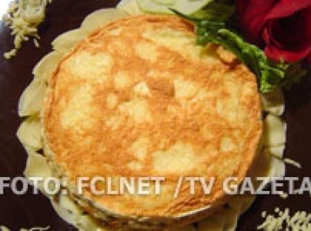 Torta suflê de queijo com legumes