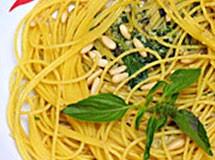 Espaguete ao Pesto com Grana Padano
