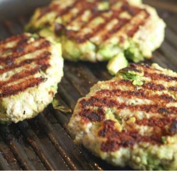 Hambúrguer de Frango e Abacate