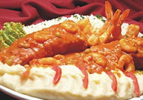 Filé de peixe a dorê com molho de camarão