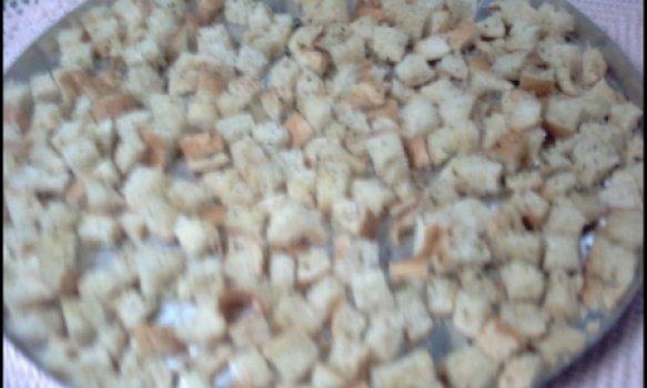Crouton ( pão Temperado )