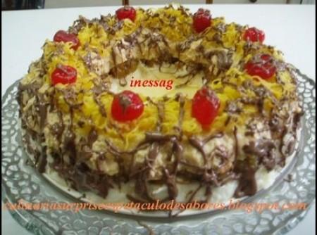 Torta 3 moussesdamascos com nozes,doce de leite e coco