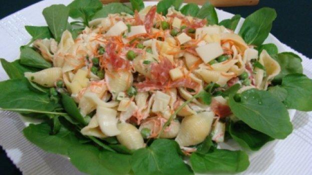 Salada de Macarrão com Rúcula ao Vinagrete de Laranja