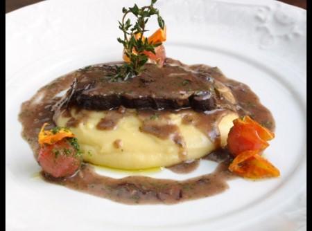 Brasato al Barolo com polenta tartufada | Gisleine