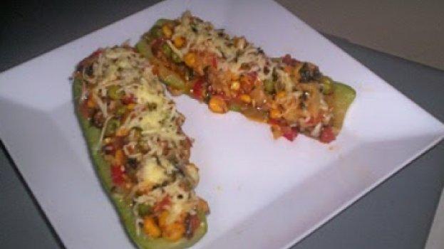 Abobrinha recheada com shitake e mix de legumes