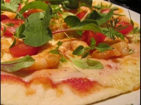 Pizza de Rap 10 com camarão, tomatinhos e brotos | wilson renato