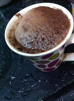 Bolo de Caneca de Chocolate | Amani Bassan