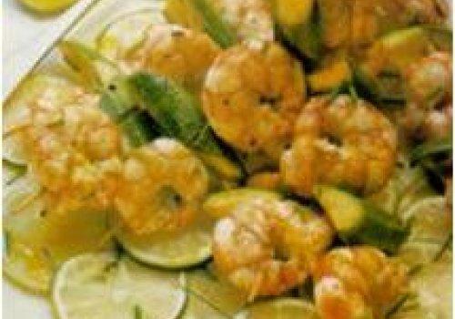 Espetino de camarão com abobrinha