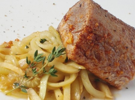 Filé de Atum com Espaguete de Abobrinha Italiana